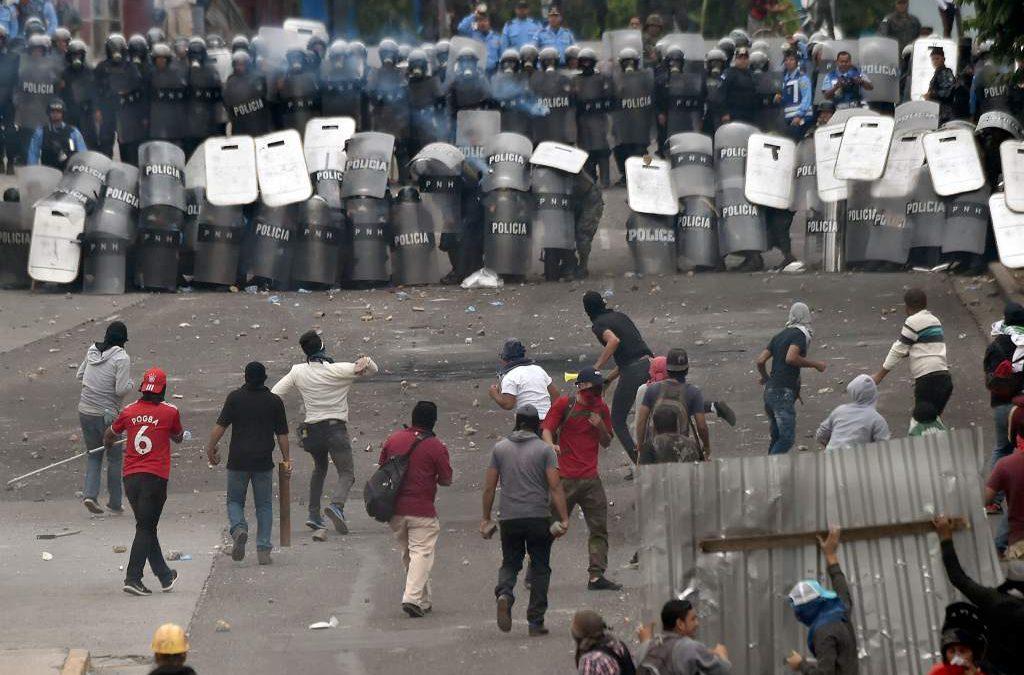 Grave represión contra pueblo hondureño en resistencia a la Dictadura y el fraude electoral
